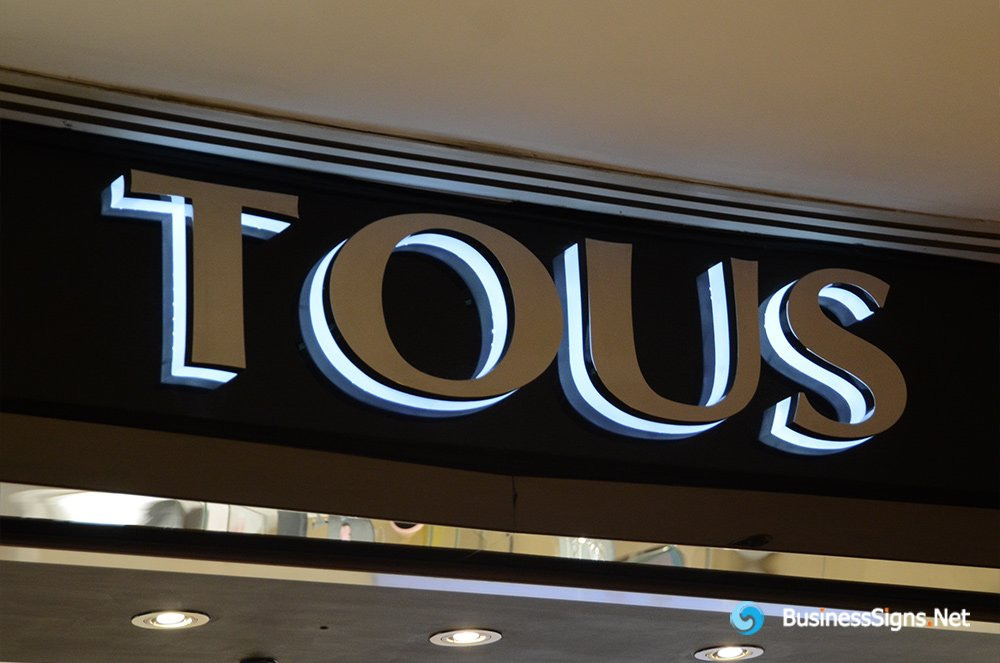 3D LED Backlit Signs With Mirror Polished Stainless Steel Letter Shell And Visible Thickness Acrylic Back Panel For Tous