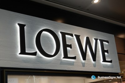 3D LED Backlit Signs With Powder Coated Stainless Steel Letter Shell And Visible Thickness Acrylic Back Panel For Loewe