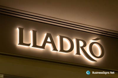 3D LED Backlit Signs With Powder Coated Stainless Steel Letter Shell And Visible Thickness Acrylic Back Panel For Lladró